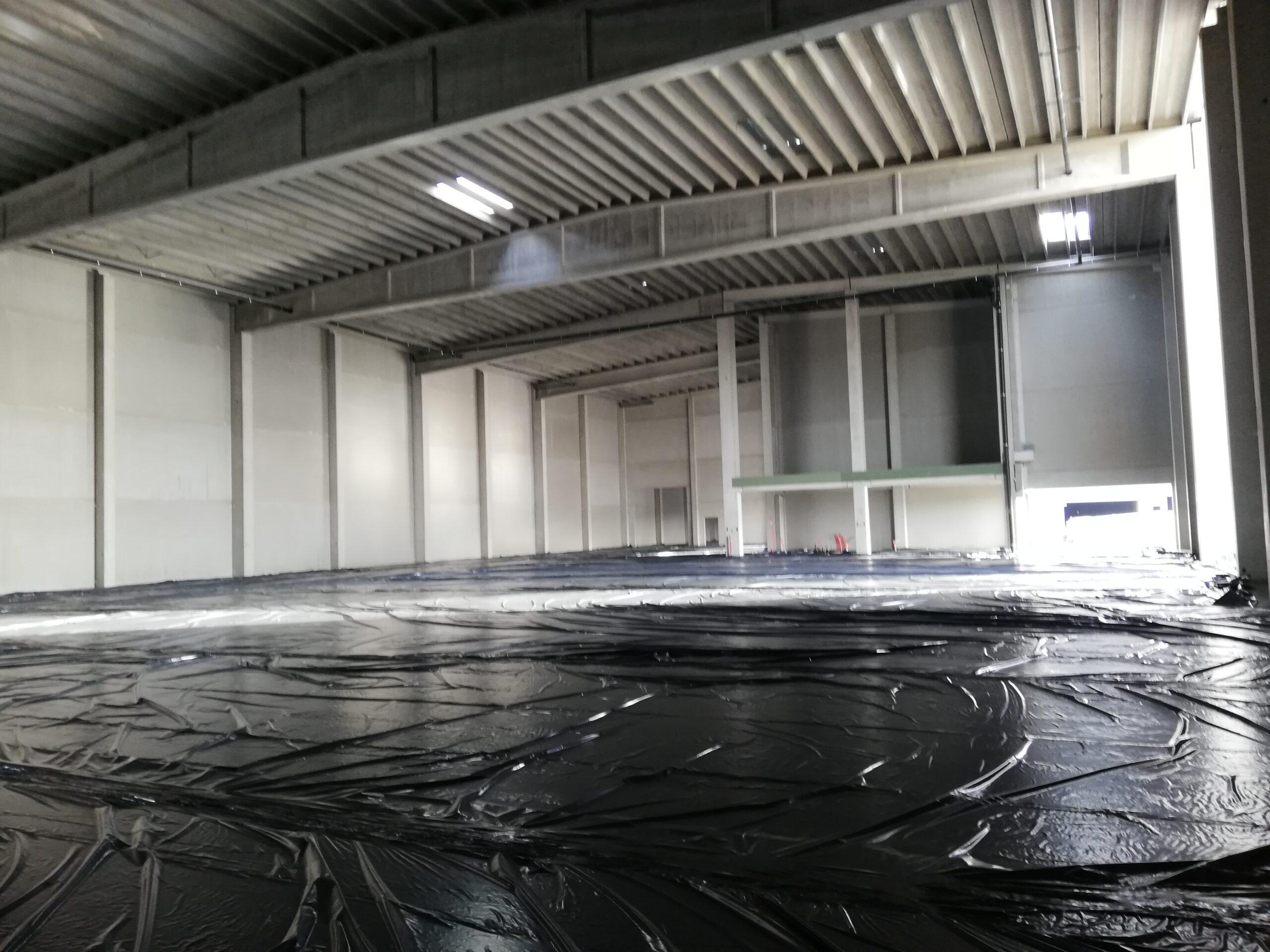 betonvloer in magazijnen module 1 gegoten